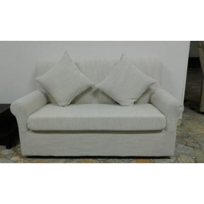 Canapé Doria 2 places, en tissu entièrement déhoussable. Dimensions : Lx150 Px74 Hx84 cm