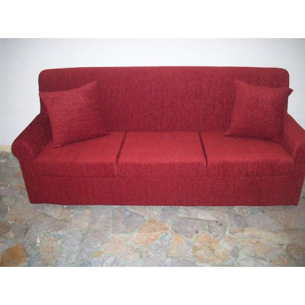 Canapé Doria 3 places en tissu entièrement déhoussable. Dimensions : Lx186 Px74 Hx84 cm