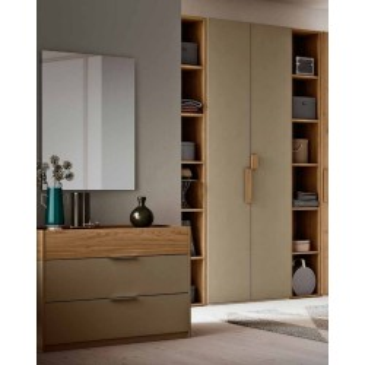 Chambre Greta, équipée d'une armoire avec bibliothèque et d'un lit avec meuble de rangement