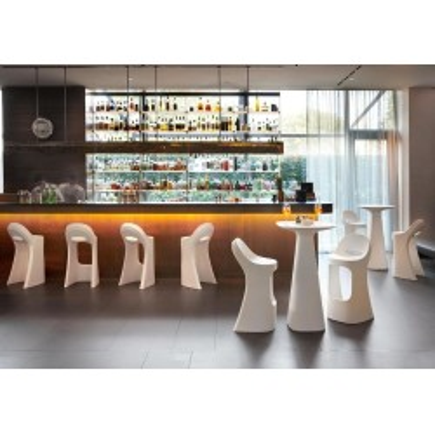 Amèlie UP outdoor table in polyethylene, design Italo Pertichini