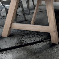 Flora fixed table in solid open knot with debarked top
