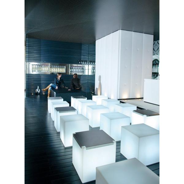 Slide, lampada da terra, tavolo e sospensione Cubo 20 in polietilene